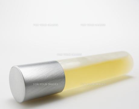 Perfume Bottle on Its Sideの素材 [FYI00907297]