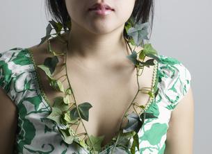 Ivy Around Woman's Neckの素材 [FYI00907352]