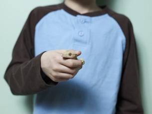 Lizard in Boy's Handの素材 [FYI00907475]