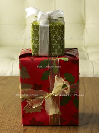 Two Christmas Presentsの素材 [FYI00907502]