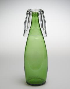Glass Over Green Bottleの素材 [FYI00907595]