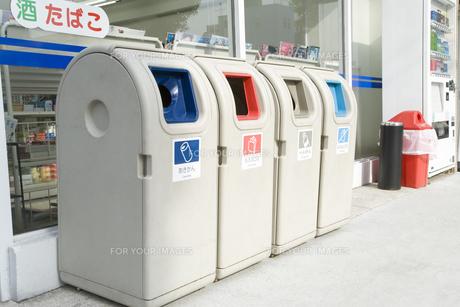コンビニエンスストアのゴミ箱の素材 [FYI00907777]