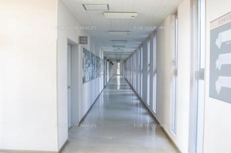 校舎の廊下の素材 [FYI00908105]