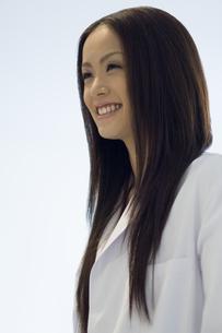 白衣を着た女子学生の素材 [FYI00908287]