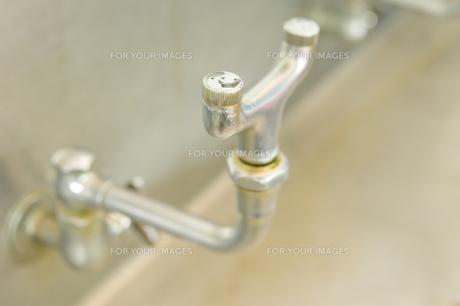 プールの洗眼器の素材 [FYI00908843]