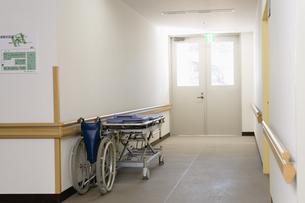 病院の廊下の素材 [FYI00908953]