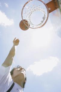 バスケットボールをする人の素材 [FYI00909474]