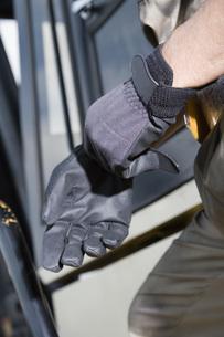 手袋をはめる手の素材 [FYI00910409]