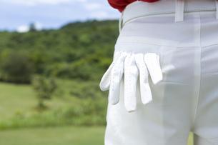 ポケットに手袋を入れるゴルファーの素材 [FYI00911258]