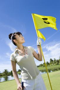 旗を持つ日本人女性ゴルファーの素材 [FYI00911295]