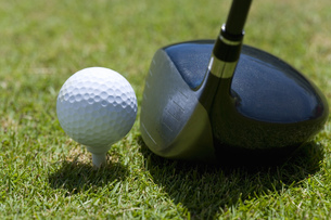ドライバーとゴルフボールの素材 [FYI00911369]