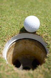 カップとゴルフボールの素材 [FYI00911381]