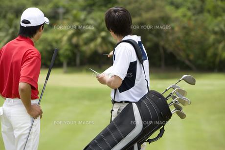 日本人男性ゴルファーとキャディーの素材 [FYI00911390]