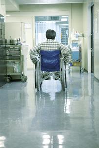 車いすの患者の素材 [FYI00915554]