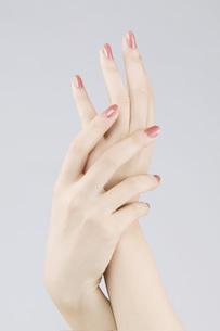マニキュアした手の素材 [FYI00915735]