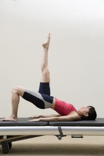 体操をする日本人女性の素材 [FYI00915904]