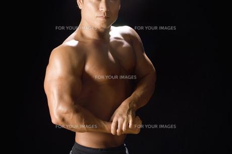 筋肉質の日本人男性の素材 [FYI00915906]