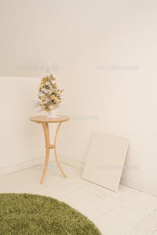 白いクリスマスツリーの素材 [FYI00916381]