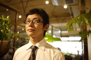 メガネをかけたビジネスマンの素材 [FYI00916672]
