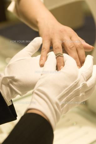指輪の試着の素材 [FYI00916809]
