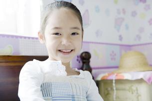 笑顔の女の子の素材 [FYI00917672]