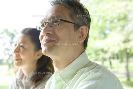 微笑むシニア夫婦の素材 [FYI00919298]