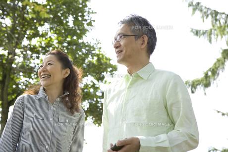 笑顔のシニア夫婦の素材 [FYI00919522]