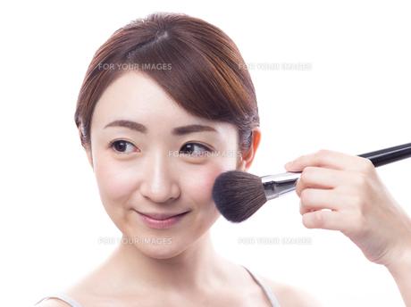メイクされる日本人女性の写真素材 [FYI00920782]