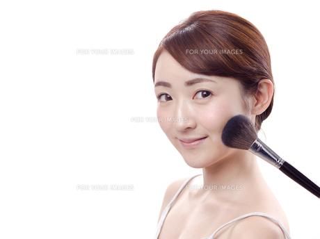 メイクされる日本人女性の写真素材 [FYI00920795]