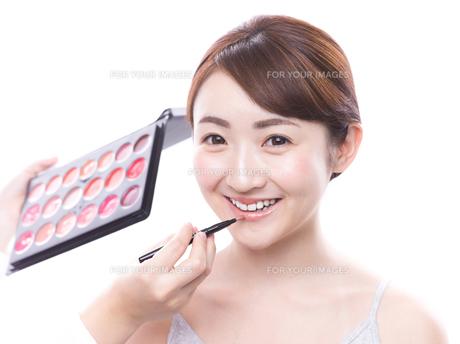 メイクされる日本人女性の写真素材 [FYI00920814]