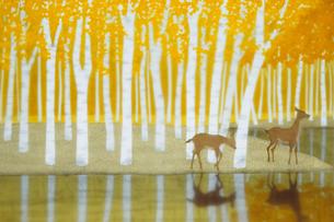 黄葉と鹿のイラスト素材 [FYI00920880]