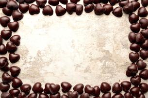 ハート型のチョコレート フレームの写真素材 [FYI00921228]