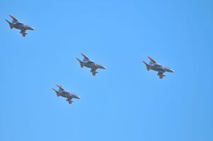 T-4練習機の編隊飛行の写真素材 [FYI00921238]