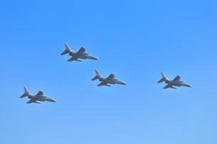 T-4練習機の編隊飛行の写真素材 [FYI00921239]