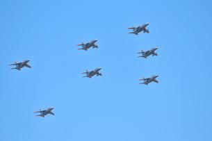 T-4練習機の編隊飛行の写真素材 [FYI00921240]