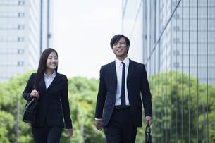 若い会社員の男女の素材 [FYI00921861]