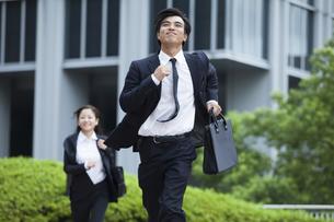 若い会社員の男女の写真素材 [FYI00921888]