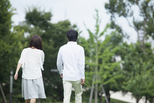 若い男女のカップルの写真素材 [FYI00921890]