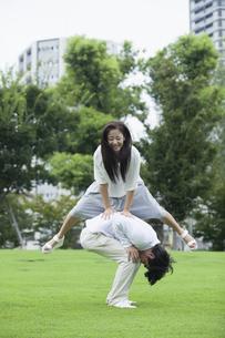 若い男女のカップルの写真素材 [FYI00921903]