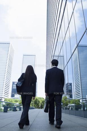 若い会社員の男女の素材 [FYI00921913]