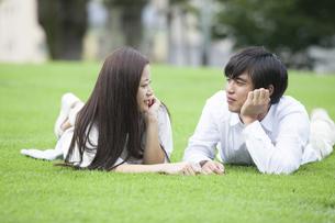若い男女のカップルの素材 [FYI00921917]