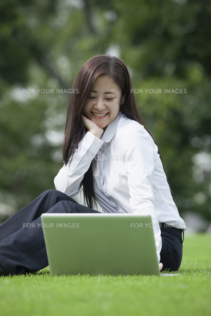 若い会社員の女性の写真素材 [FYI00921924]