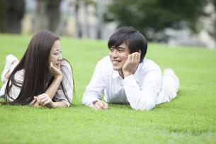 若い男女のカップルの素材 [FYI00921925]