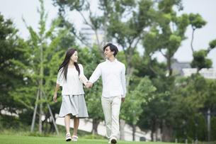 若い男女のカップルの写真素材 [FYI00921927]