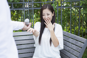 若い男女のカップルの写真素材 [FYI00921934]
