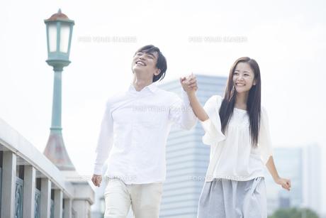 若い男女のカップルの素材 [FYI00921943]