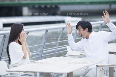 若い男女のカップルの写真素材 [FYI00921946]
