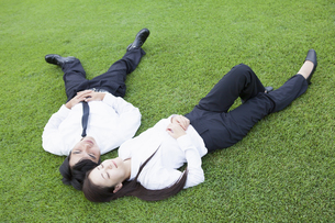 若い会社員の男女の写真素材 [FYI00921949]