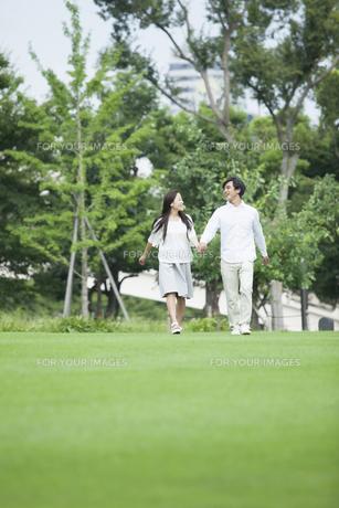 若い男女のカップルの素材 [FYI00921951]