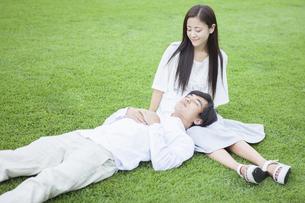 若い男女のカップルの素材 [FYI00921967]
